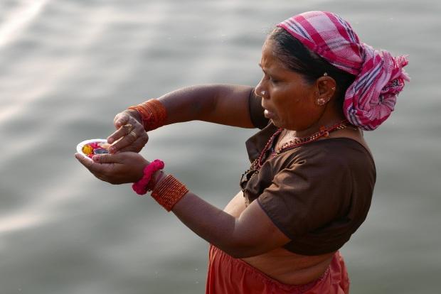 Waranasi - przygotowanie świecy